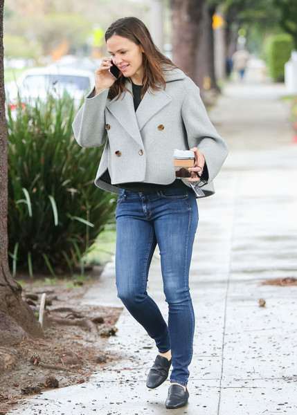 Go Casual In Grey Like Jennifer Garner