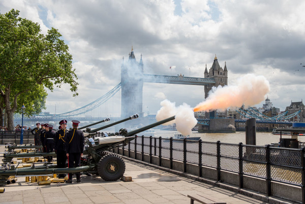 The Tower Of London Sets Off 62 Guns
