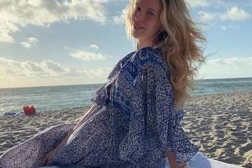 The Cutest Celebrity Beach Baby Bumps