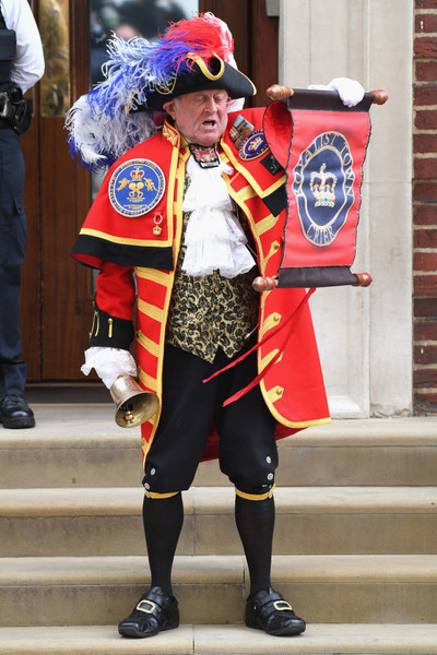 Births Are Announced By Town Criers